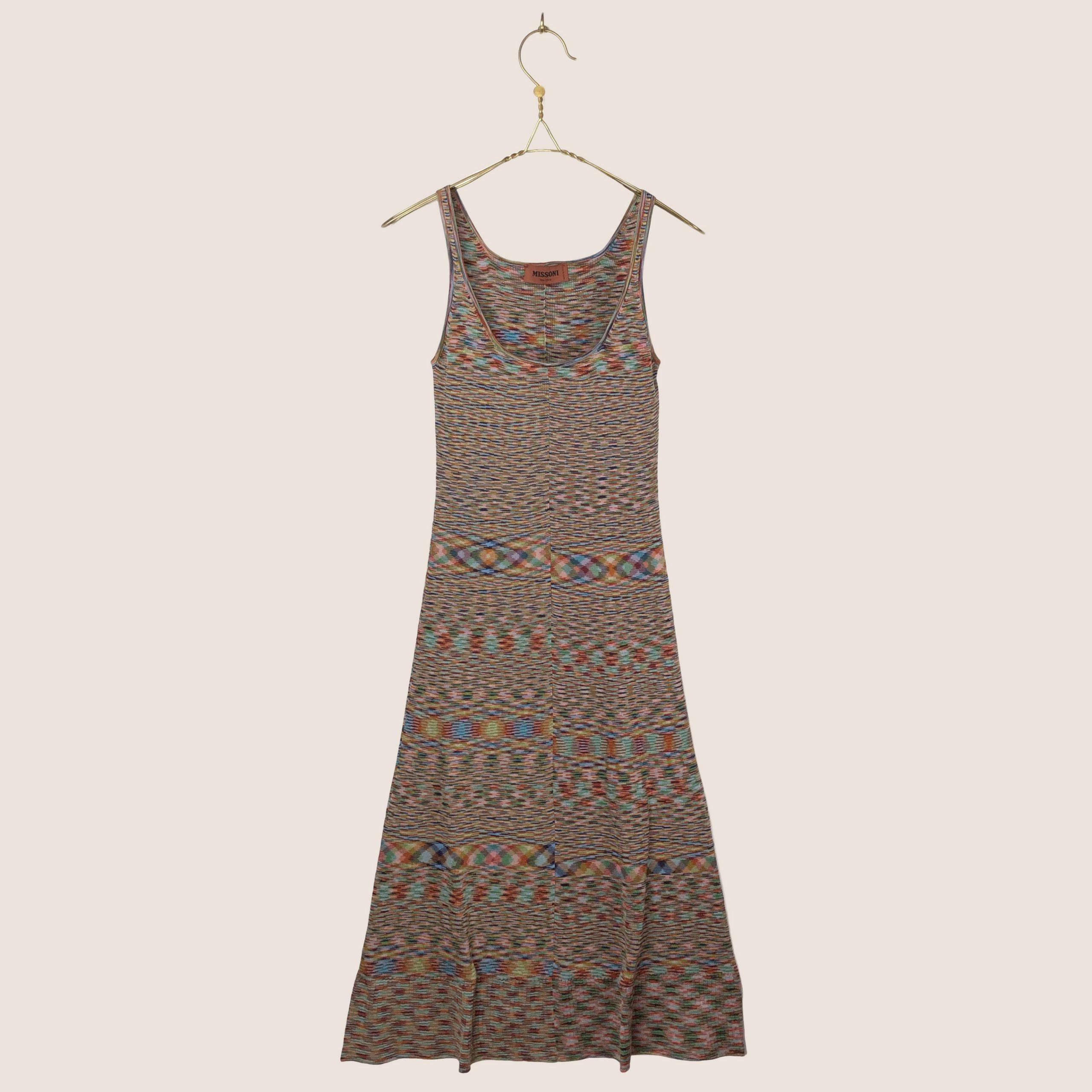 Sleveless Dress